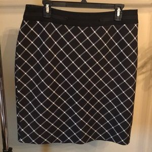 Beautiful skirt for work or casual.